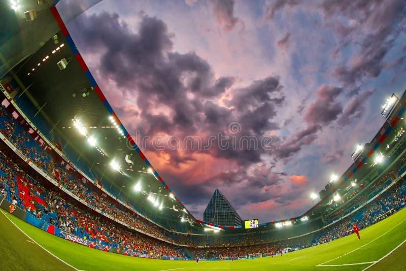 El partido de liga de los campeones de UEFA entre el PAOK contra Basilea jugó en el St foto de archivo