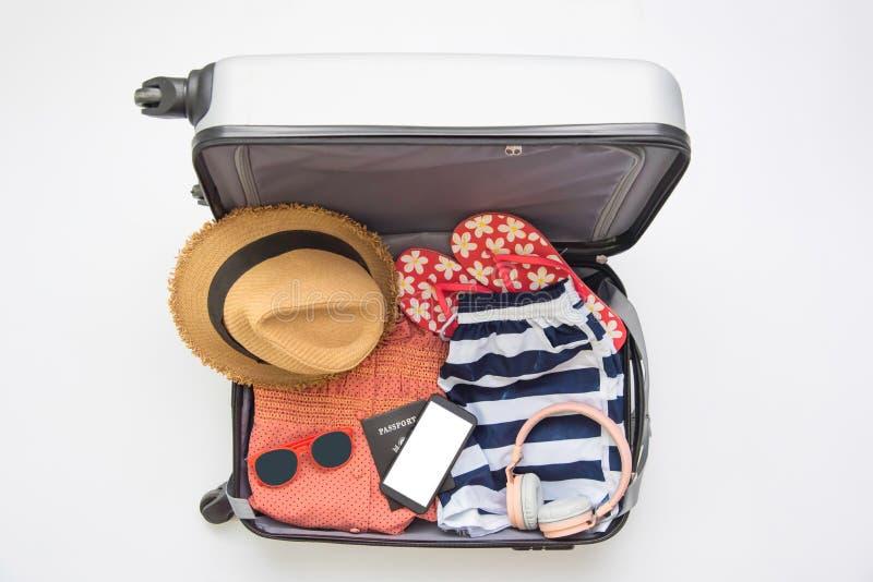 El pasaporte del viajero de la ropa, cartera, vidrios, teléfono elegante devic foto de archivo