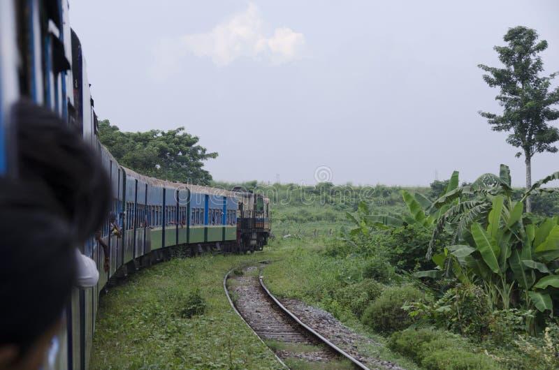 El paseo del tren nunca le hace emocionado menos que usted estaba antes de él fotos de archivo