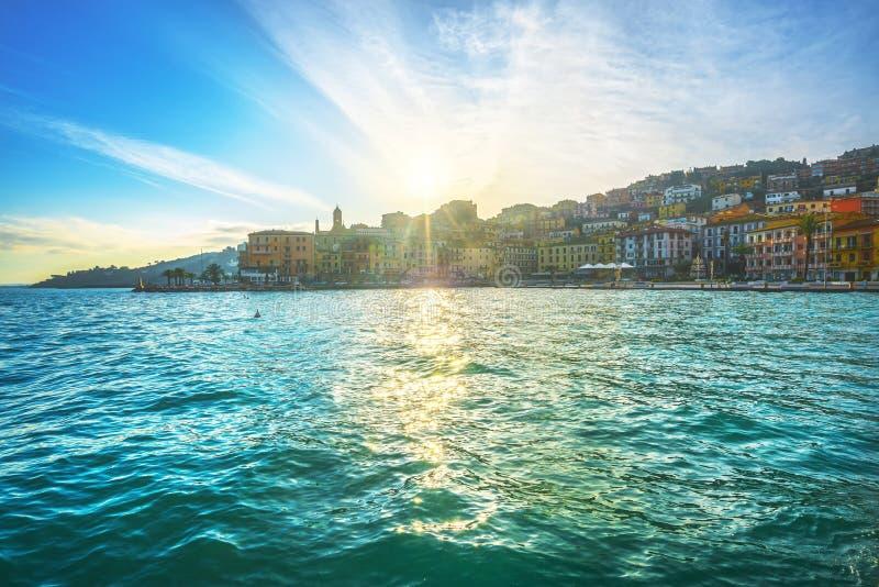 El paseo marítimo de Porto Santo Stefano Argentario, Toscana, Italia fotografía de archivo
