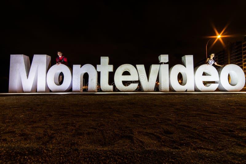 El paseo marítimo hermoso firma adentro Montevideo, Uruguay imagen de archivo libre de regalías