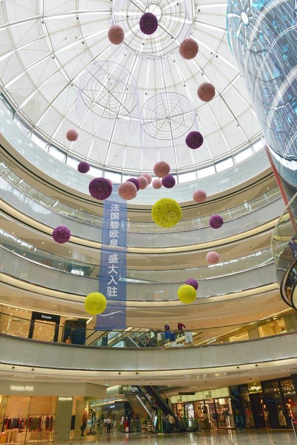 El pasillo comercial del edificio almacena compras en Changsha Wanda Plaza, alameda de compras fotos de archivo libres de regalías