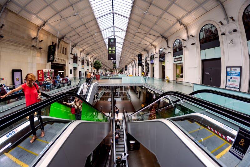 El pasillo del santo Lazare de Gare en París fotos de archivo