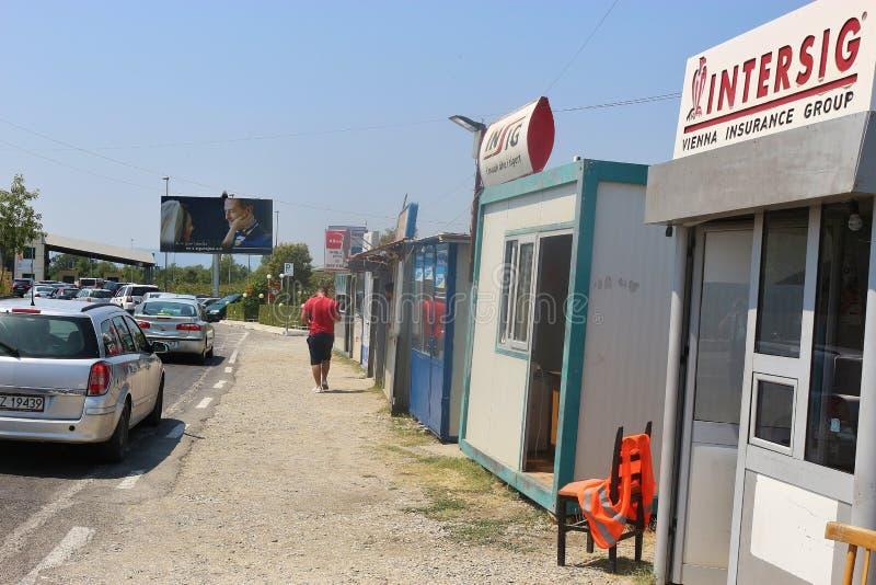 El paso de frontera Muriqan - Sukobin entre Albania y Montenegro fotografía de archivo libre de regalías
