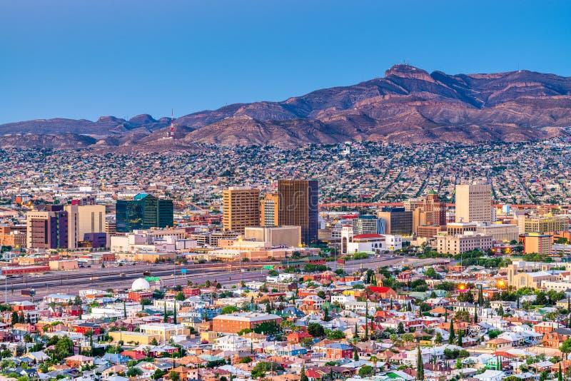 El Paso, Texas, USA im Stadtzentrum gelegene Stadtskyline in der Dämmerung stockbilder