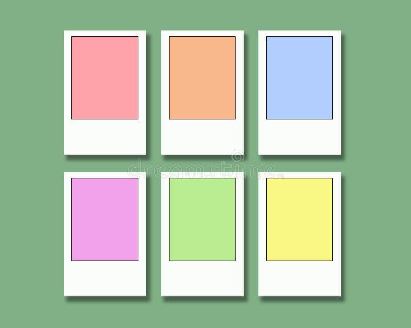 El pastel coloreó marcos de película inmediatos en un fondo verde claro imagen de archivo
