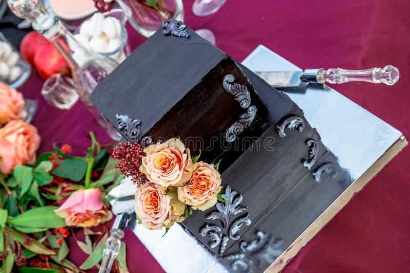 El pastel de bodas con subió imagenes de archivo