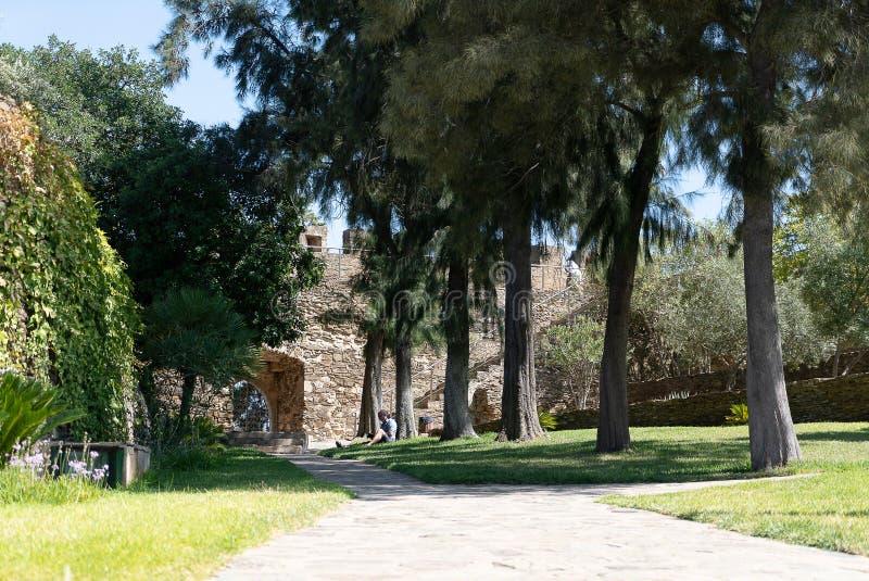 El patio del castillo medieval de Alcoutim fotografía de archivo libre de regalías