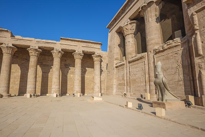 El patio del templo de Horus imágenes de archivo libres de regalías