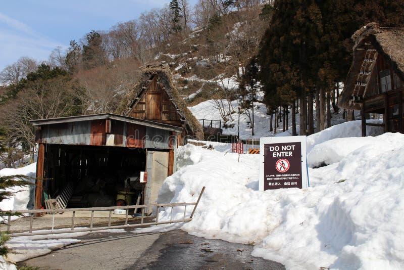 El patrimonio mundial, Shirakawa-va a qué casas son cubiertas por la nieve imagen de archivo libre de regalías