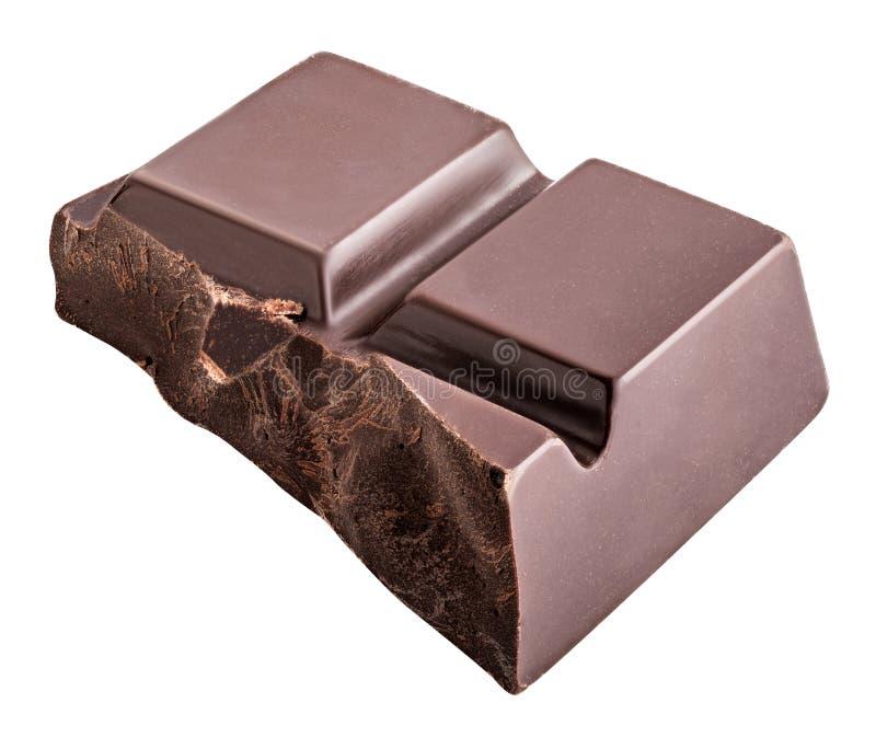 El pedazo de chocolate negro se aísla en un fondo blanco imagenes de archivo