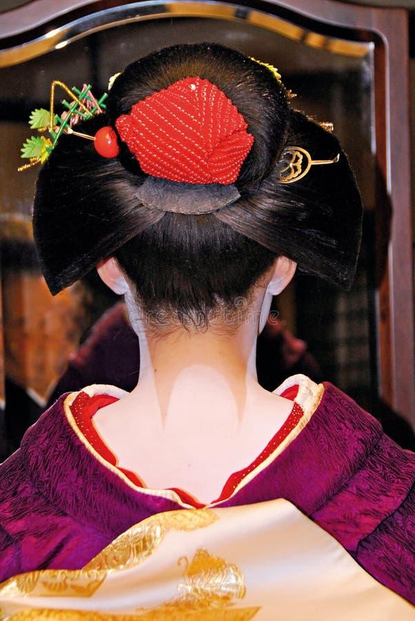 El peinado y el cuello de Maiko pintaron blanco foto de archivo