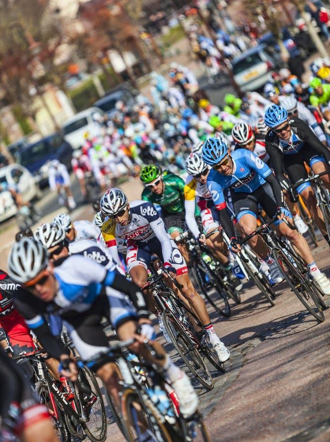El peloton París Niza 2013 en Nemours