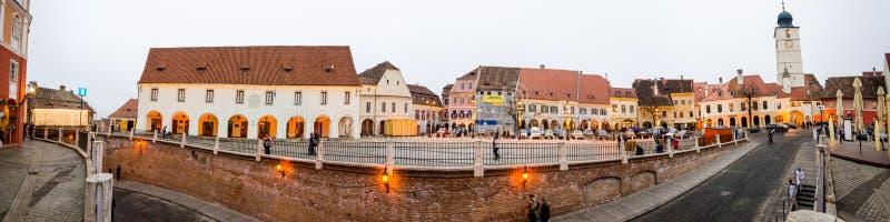 El pequeño cuadrado y el puente del mentiroso en Sibiu, Transilvania Rumania fotos de archivo libres de regalías