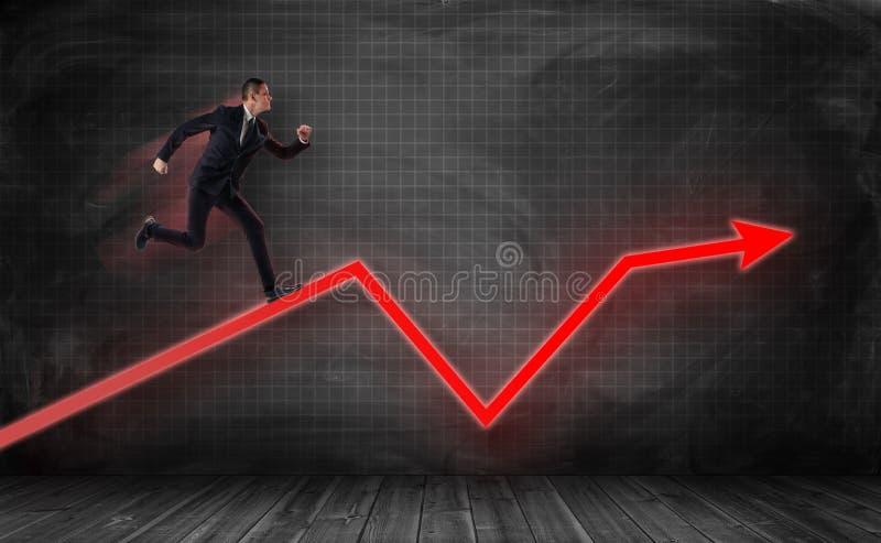 El pequeño hombre de negocios que corría en rojo enorme enroscó la flecha libre illustration