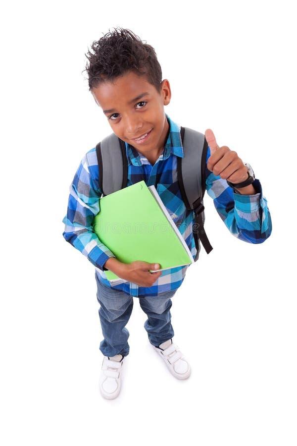 El pequeño muchacho del afroamericano que hace los pulgares sube la muestra imagenes de archivo