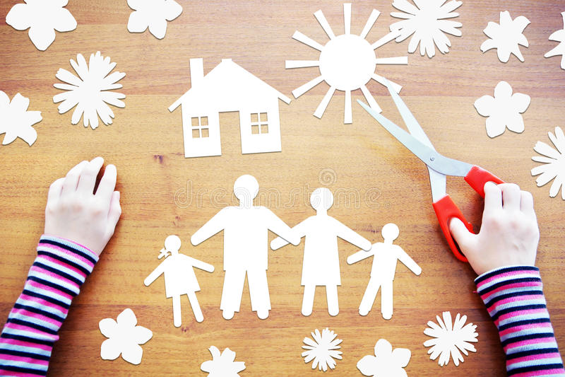 El pequeño niño hace la composición sobre la familia feliz Imag abstracto imagen de archivo libre de regalías