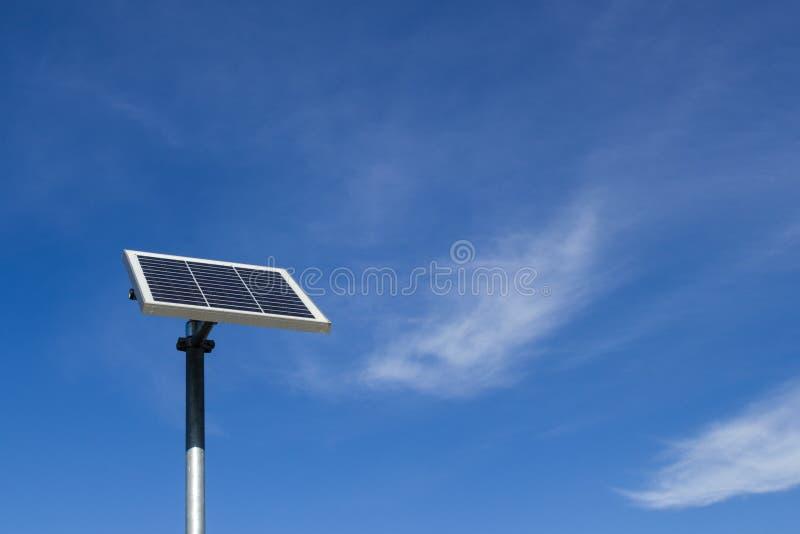 El pequeño panel fotovoltaico imágenes de archivo libres de regalías