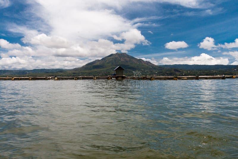 El pequeño pueblo de Trunyan imagen de archivo