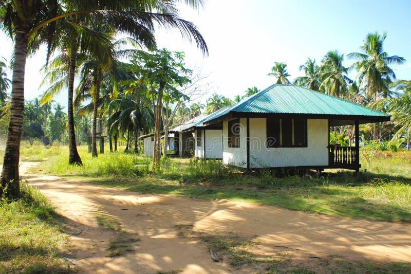 El pequeño pueblo en la selva tropical imágenes de archivo libres de regalías
