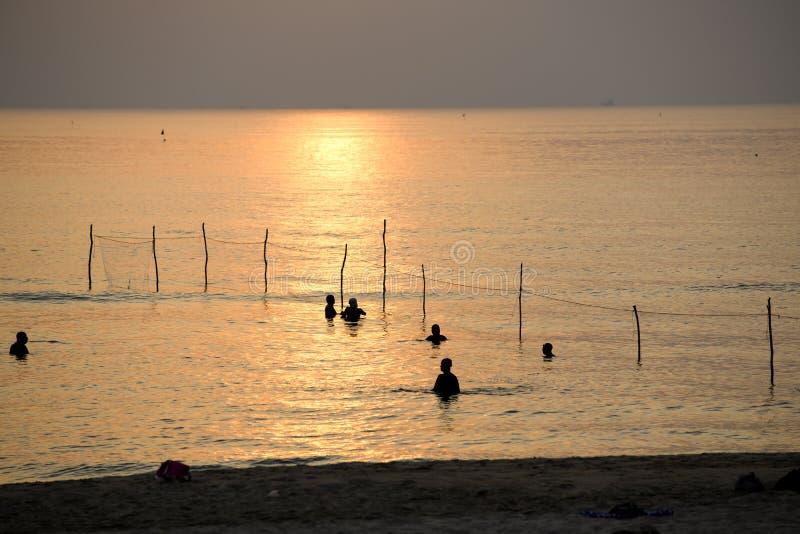 El pescador es trampas de los pescados del cabo imágenes de archivo libres de regalías