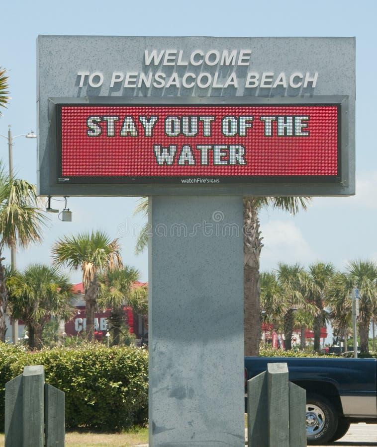 El petróleo se lava en tierra en la playa de Pensacola imágenes de archivo libres de regalías