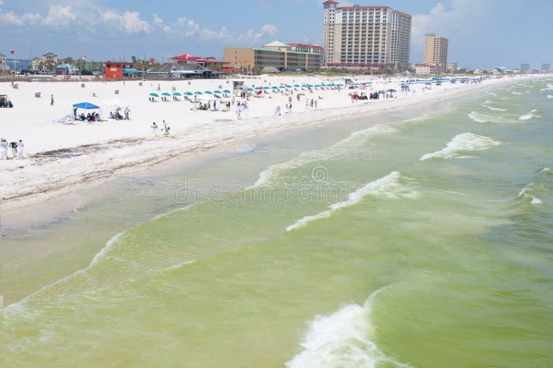 El petróleo se lava en tierra en la playa de Pensacola foto de archivo libre de regalías