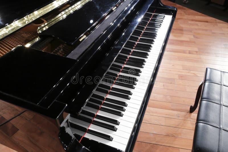 El piano de cola imagen de archivo libre de regalías