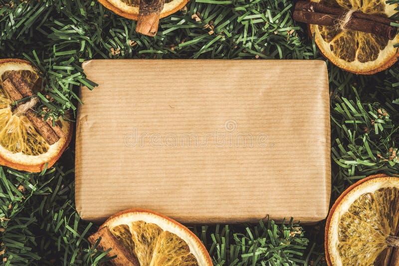 El pino ramifica, regalo del arte, naranjas secadas, canela, instagram ef imágenes de archivo libres de regalías