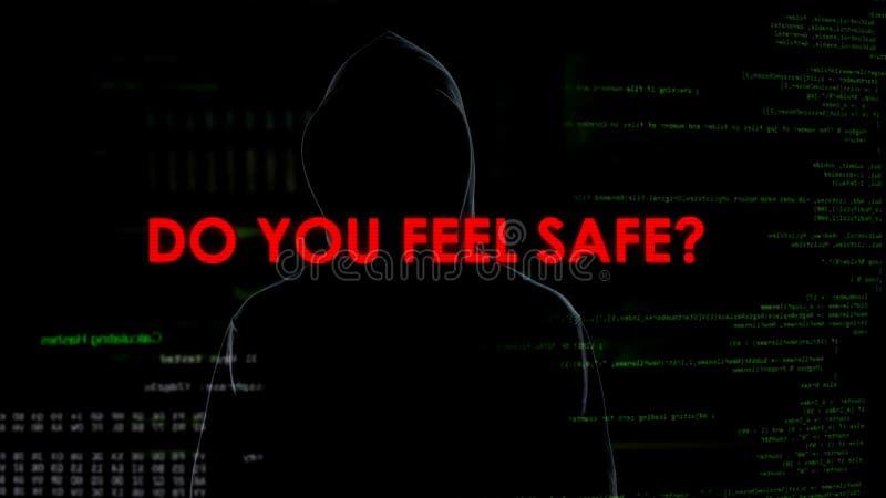 El pirata informático da el mensaje que amenaza a la privacidad y a la seguridad nacional, terrorismo fotografía de archivo