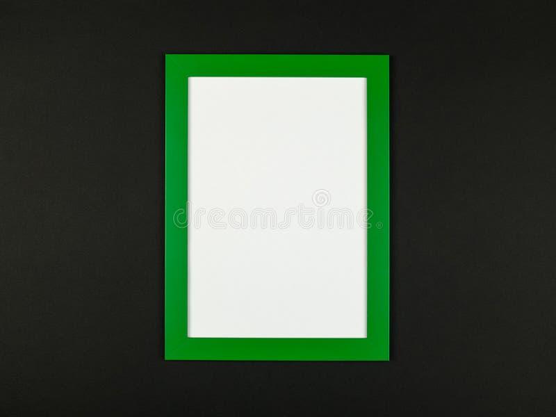 El plano del marco pone en backgrou en colores pastel texturizado del papel coloreado fotografía de archivo libre de regalías