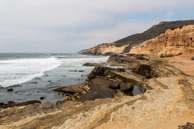 El Point Loma, California erosionó los acantilados y las piscinas de la marea foto de archivo