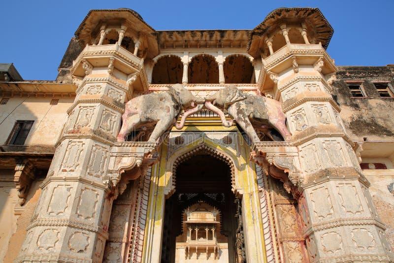 El político de Hathi de la puerta del elefante al palacio Garh de Bundi en Bundi, Rajasthán, la India foto de archivo