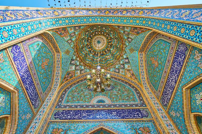 El portal de Imamzadeh Saleh Holy Shrine, Teherán, Irán foto de archivo libre de regalías