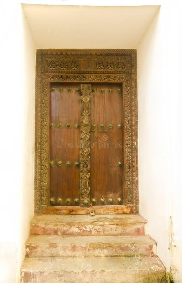 El portal de madera imagenes de archivo