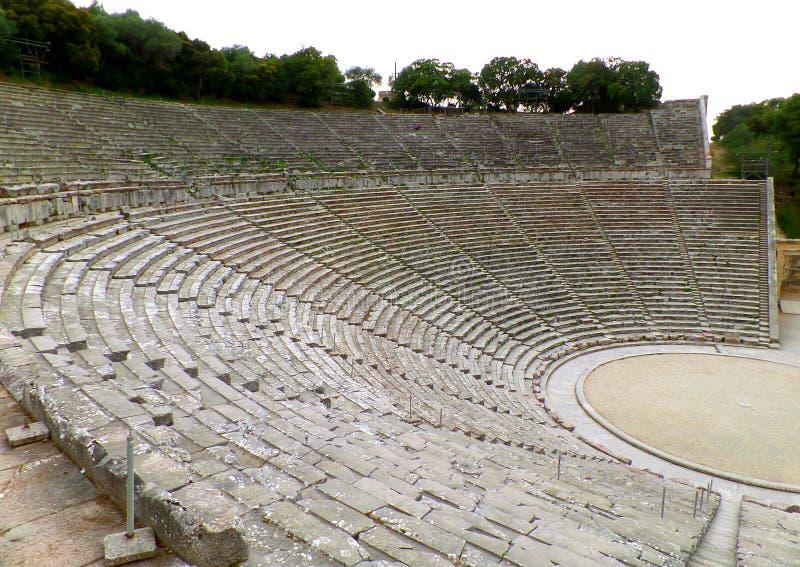 El pozo increíble preservó el teatro antiguo de Epidaurus en la península de Peloponeso de Grecia foto de archivo libre de regalías