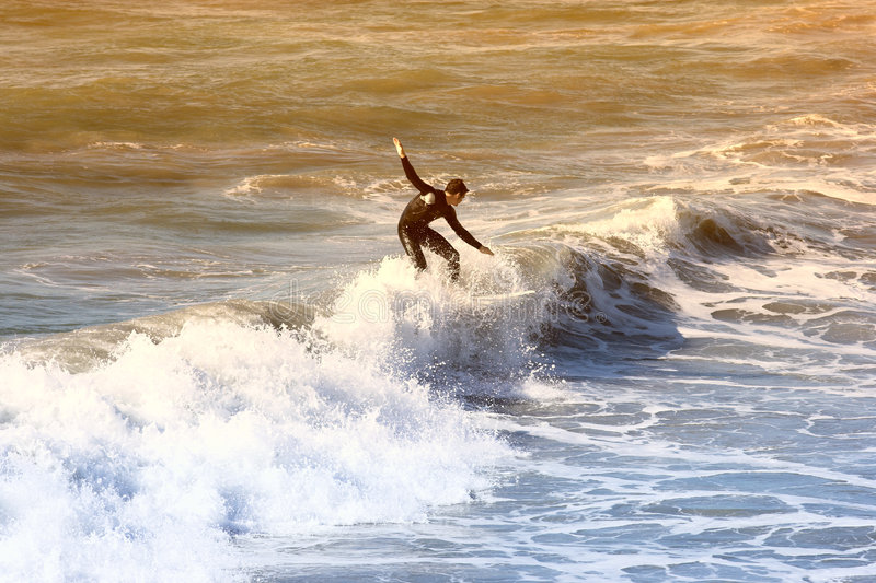 El practicar surf fotografía de archivo