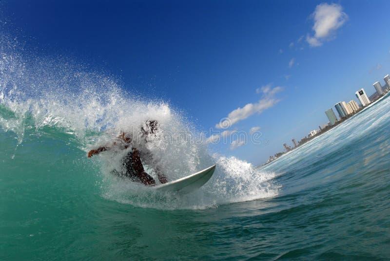 El Practicar Surf Imagenes De Archivo Gratis