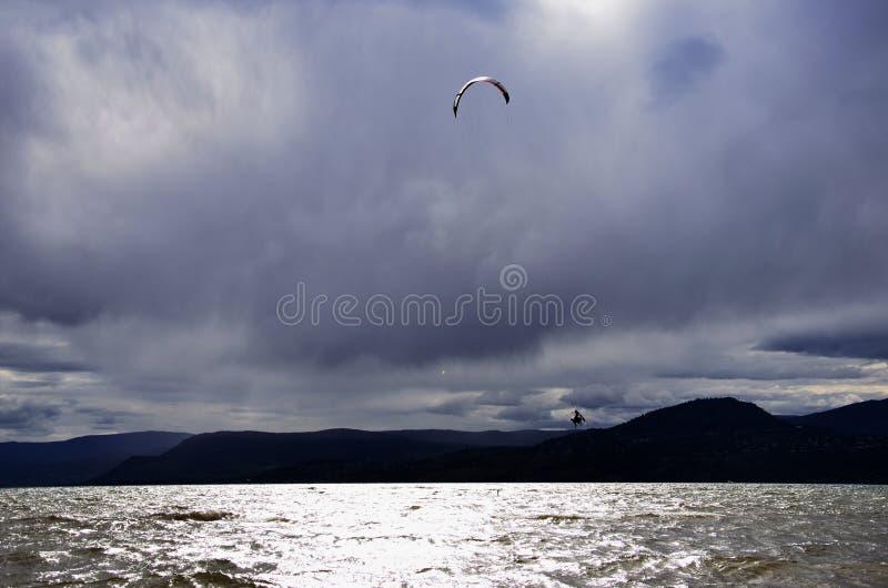 Download El Practicar Surf De La Cometa Imagen de archivo editorial - Imagen de anaranjado, windsurfing: 41916439