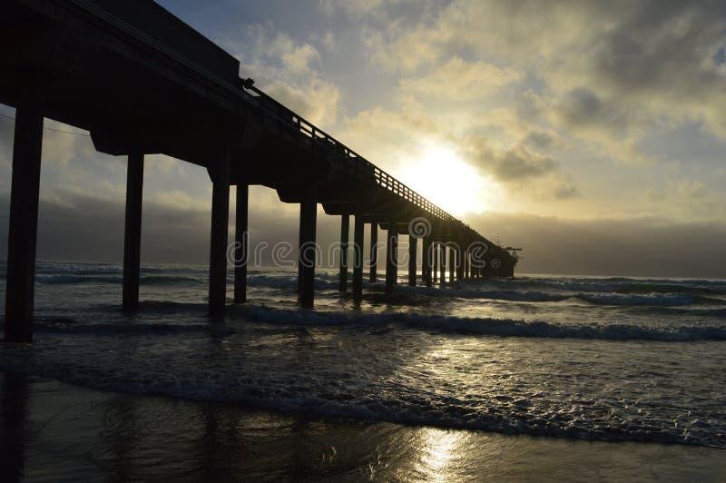 El practicar surf de la playa de La Jolla imagen de archivo