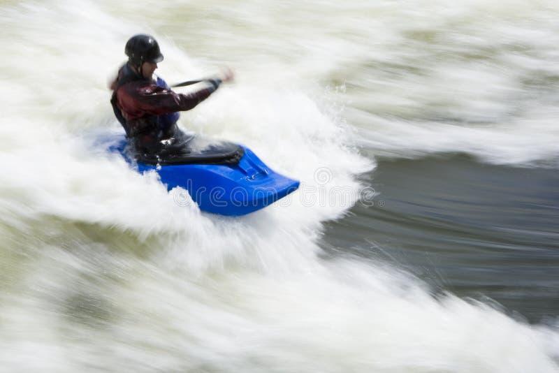 El practicar surf de Whitewater fotografía de archivo
