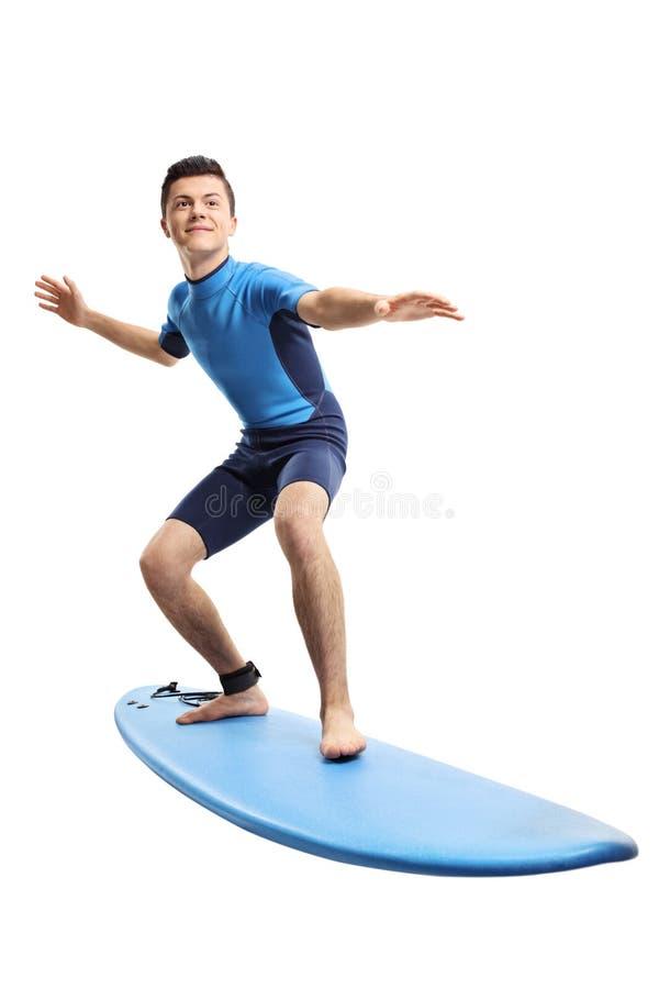 El practicar surf del adolescente imagenes de archivo