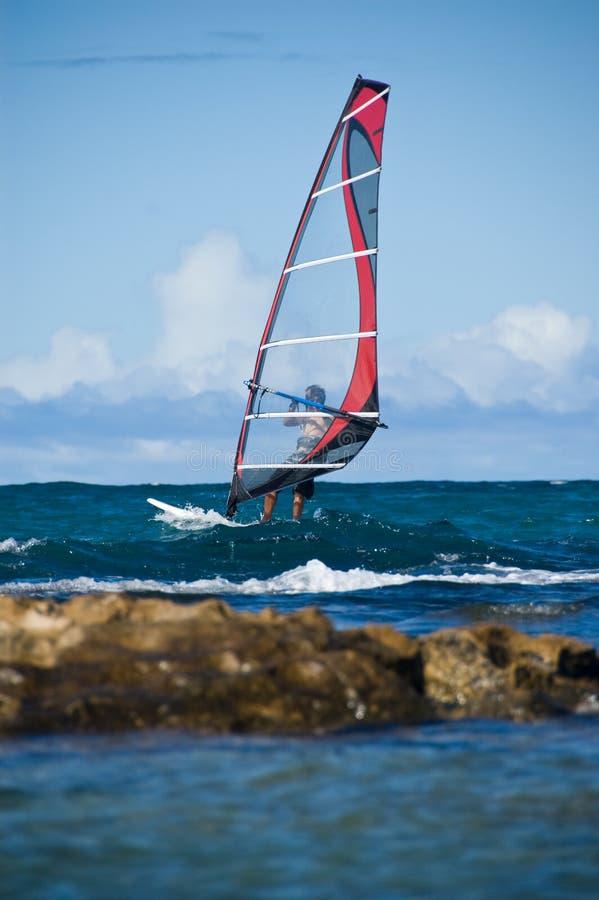 El practicar surf del viento fotografía de archivo libre de regalías