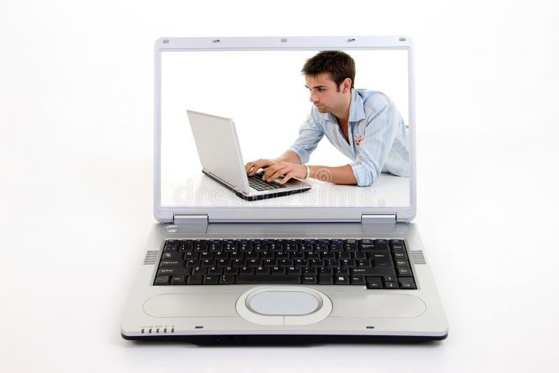 El practicar surf en el ordenador portátil foto de archivo libre de regalías