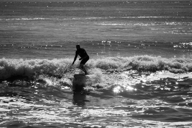 El practicar surf en el trato New Jersey imágenes de archivo libres de regalías