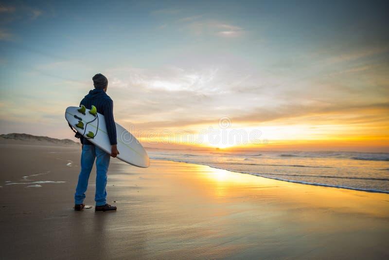 El practicar surf es una manera de vida fotos de archivo libres de regalías