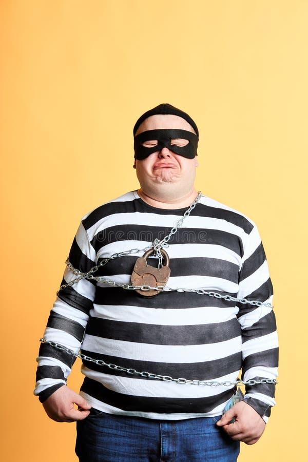 El preso gritador infeliz gordo ha sido cought por la policía imagen de archivo libre de regalías