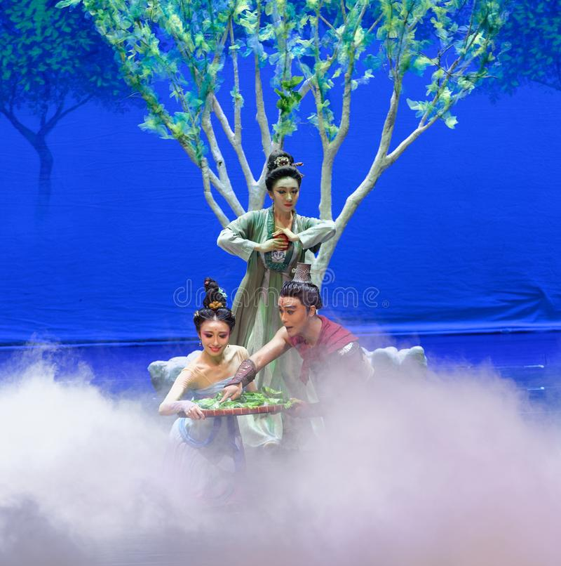 El primer acto: el ` de seda de la princesa de la danza de la mora del ` jardín-épico del drama imágenes de archivo libres de regalías