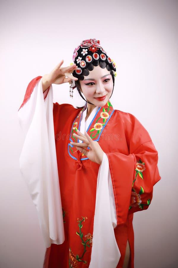 El primer aisló drama tradicional del traje del headwear del fondo de Pekín de la ópera de la actriz de la mujer del maquillaje d foto de archivo