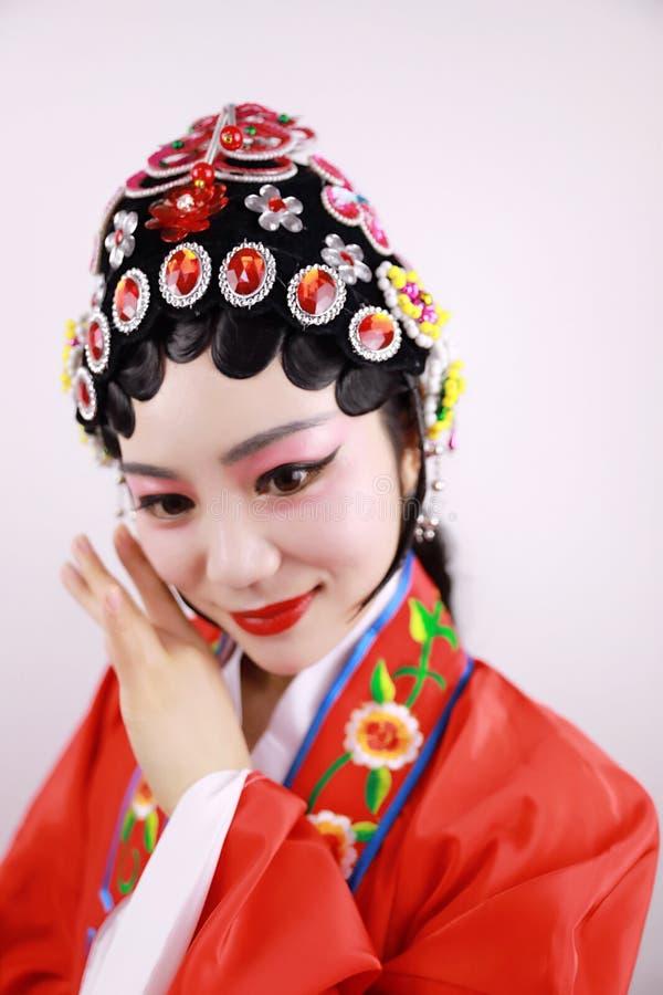 El primer aisló drama tradicional del traje del headwear del fondo de Pekín de la ópera de la actriz de la mujer del maquillaje d imagen de archivo